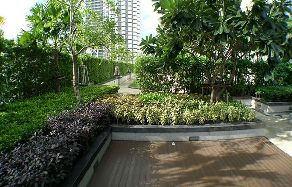 Trendy-Condo-Bangkok-for-sale-garden
