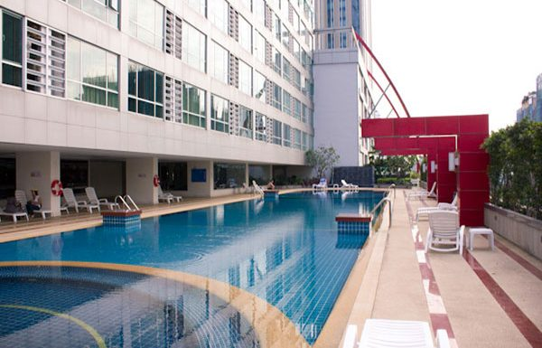 Trendy-Condo-Bangkok-for-sale-swimming-pool-3